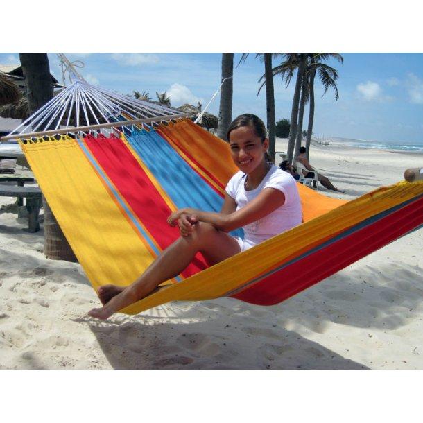 Hængekøje i sommerfrisk design med 1,18 meter brede rundstokke