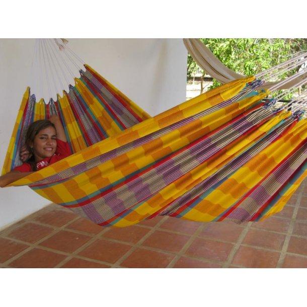 Stofhængekøje i farvestrålende brasilianske farver