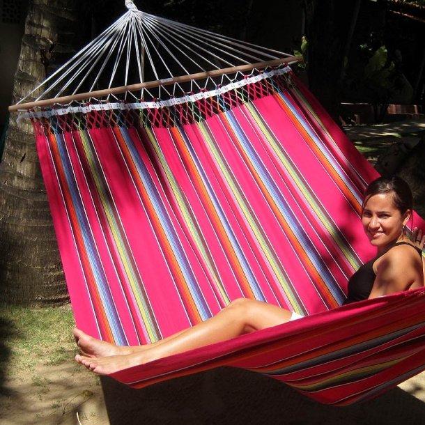 Stærk farverig stofhængekøje med Mexico Pink design og 1,40 meter tværpind